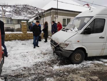"""На Закарпатті втрапили в аварію два """"мікрики"""" — вантажний і пасажирський"""