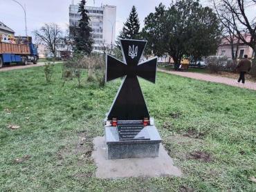 Центр столиці Закарпаття цілеспрямовано перетворюють на цвинтар! Питання — хто?