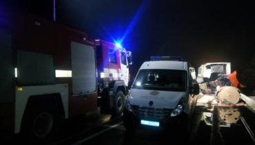 Автобус із людьми на Москву не розминувся з вантажівкою — півтора десятка травмованих і троє загиблих