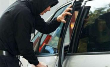 """У Берегово автозлодій поцупив """"мікрик"""", господар якого забув ключі в авто!"""
