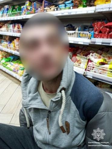 Патрульні затримали в Ужгороді людину, яка розрахувалася у магазині гривневою підробкою номіналом у півтисячі гривень