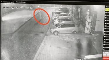 """Невідомий Палій """"наздогнав"""" дипломата Ігоря Діра в Ужгороді — авто останнього спалахнуло посеред ночі"""