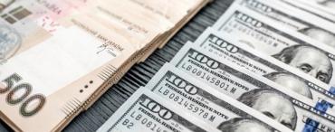Офіційний курс долара здешевшав на 2, євро — на 5 копійок