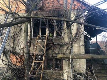 Вогнеборці Закарпаття знайшли на пожежі мертвими 2-х людей