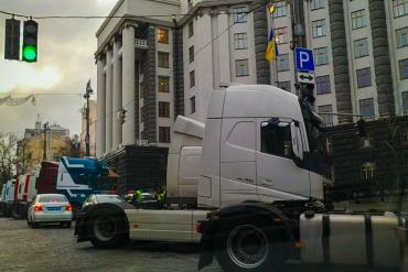 Чого вимагають власники маршруток і вантажівок під Кабміном