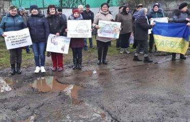 Мешканці сіл Закарпаття протестують проти жахливого стану місцевих доріг