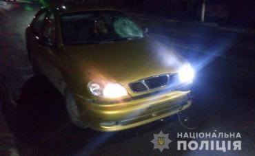 """Автівка """"Дейво Ланос"""" збила насмерть літню жінку у гірському місті Закарпаття"""