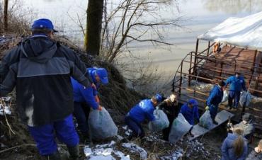 Водогосподарники Закарпаття разом із колегами з Угорщини прибирали береги прикордонної Тиси