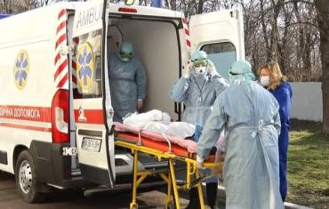 Подалі від гріха! Рятуючи від розправи, дружину інфікованого коронавірусом українця вивезли у невідомому напрямку