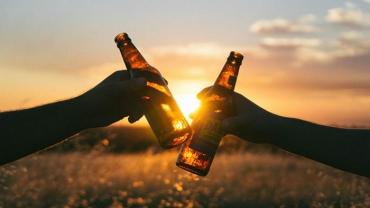 Помірне вживання алкоголю та зайві кілограми сприяють довголіттю