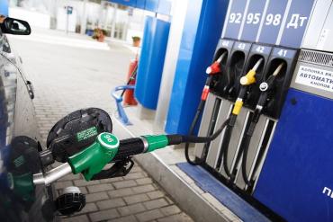 Водіям на замітку! Обвал нафторинку призведе до зниження цін на нафтопродукти на 10-15 відсотків