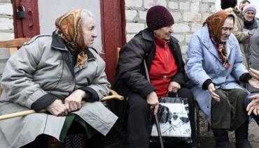 Кабмін: більшості пенсіонерів виплатять одноразово 1000 грн, а тим, кому за 80, — на півтисячі щомісяця