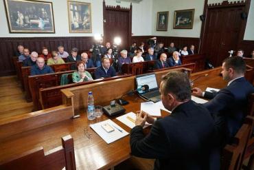 Депутати Мукачівської міськради звернулися до парламенту та уряду з вимогою повернути гроші громадам