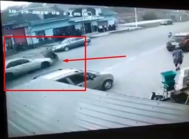 """Закарпаття. У дорожній пригоді за участі """"Мерседеса"""" та скутера знайшов смерть водій малого транспортного засобу"""