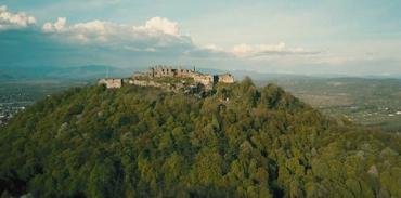 """Закарпаття. Величні і вражаючі руїни """"замку Дракули"""" в Хусті"""