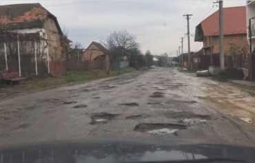 Закарпаття. Вінничани відремонтують одну з найгірших доріг в області