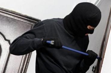 В Закарпатье неизвестные ограбили дом, забирая по пути все, что только видели