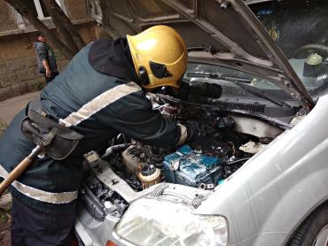 Как спасателям в Закарпатье вовремя удалось спасти автомобиль