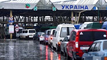 Границу с Венгрией в Закарпатье штурмуют больше сотни водителей