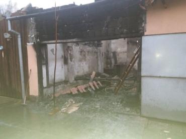 В Закарпатье огонь полностью уничтожил автомобиль