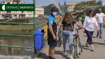 Добру дюжину велосипедистів упіймали патрульні на пішохідному мості в Ужгороді