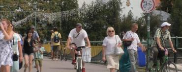 Добрую дюжину велосипедистов поймали патрульные на пешеходном мосту в Ужгороде