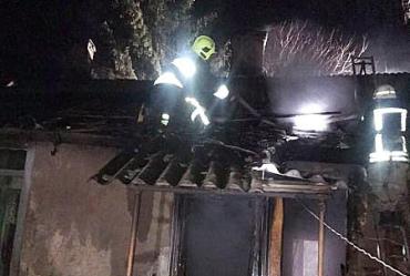 Хозяин был в ловушке: На Закарпатье под вечер буйный дом охватил частный дом