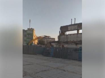 """В Ужгороді на очах у перехожих """"завалилася"""" будівля колишнього універмагу """"Україна"""""""