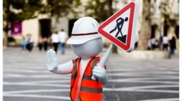 Вниманию водителей: В Ужгороде с утра перекрыли дорогу на перекрестке трёх главных улиц