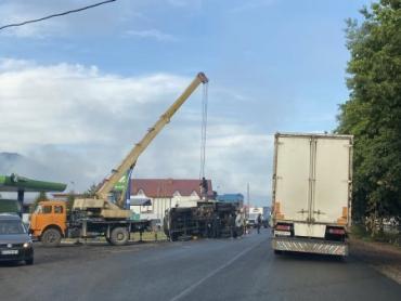 Пришлось задействовать кран: Досадное ДТП произошло этим утром в Закарпатье