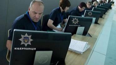 """В Закарпатье полицейские вышли на кибер-пиратов, совершивших """"вопиющее"""" преступление"""