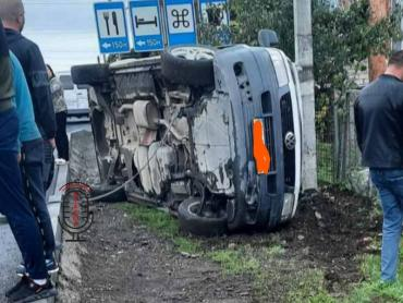В Закарпатье автомобиль сделал кульбит при встрече со столбом