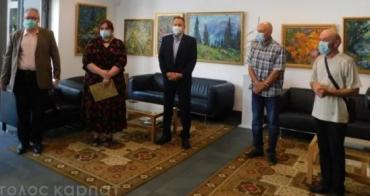 Два митці Закарпаття оригінально презентувалися в Генконсульстві Угорщини в Ужгороді