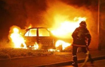 Старый советский автомобиль выгорел почти полностью в Закарпатье
