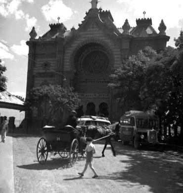 Мальовнича історична фотографія Ужгорода 1939 року. Синагога
