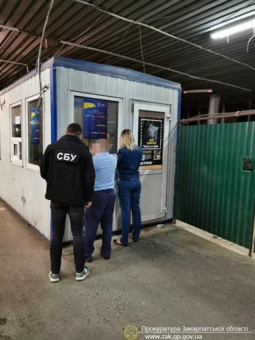 """В Закарпатье работников таможни поймали """"на горячем"""""""