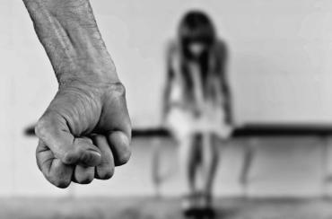 В Закарпатье мужчина во время ссоры отрезал палец своей беременной жене