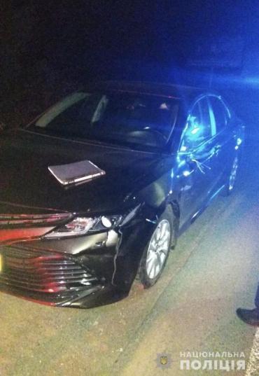"""Поліція Закарпаття розслідує """"дикий"""" нічний випадок на дорозі — є жертва"""
