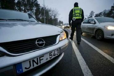 """Таможня не смогла наказать """"двойного"""" гражданина за авто на евробляхах"""