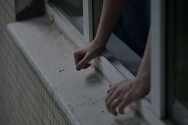 Осталась жена: В Ужгороде бедолага выпрыгнул из окна 9 этажа