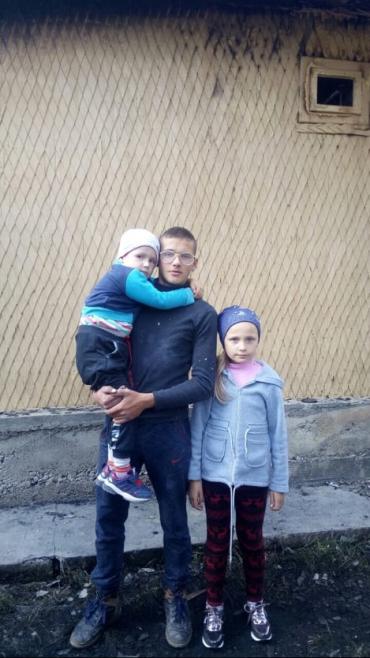 В Закарпатье сестра вынесла из горящего дома маленького брата