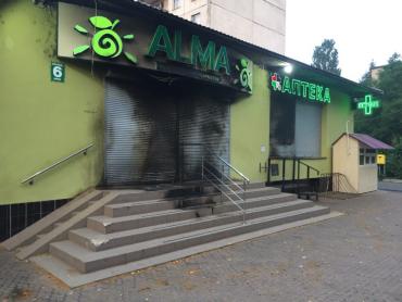 """У Мукачеві підпалили супермаркет """"ALMA"""""""