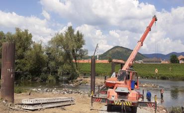 В Мукачево начали возведение первого пешеходного моста