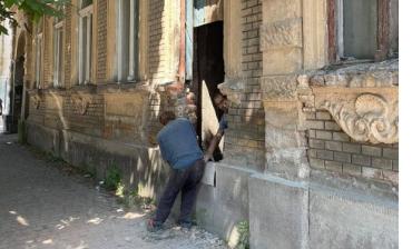 SOS!: В Ужгороде на глазах у всех разрушают один из самых важных исторических домов