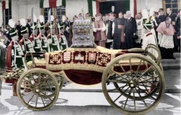 """В 1939 года на станцию Берегсас прибыл """"Золотой поезд"""", в котором по землям Венгрии возили нетленную руку Иштвана Святого - первого венгерского короля"""