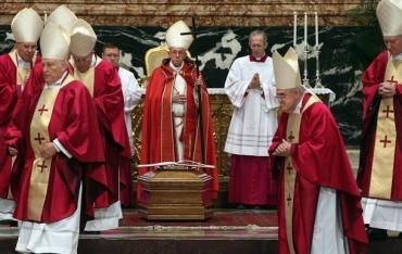 Папа Римский Франциск лишил монашеского сана 9 монахов с Украины