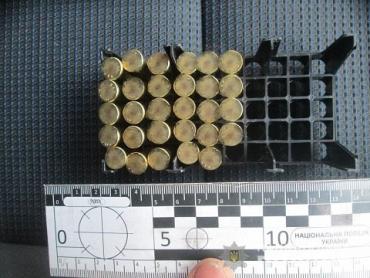 На границе в Закарпатье иностранец скрыл в авто патроны