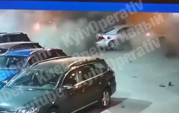 В Киеве возле супермаркета неизвестные заминировали машину сотрудника военной разведки