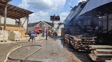 В Закарпатье горело деревообрабатывающее предприятие, пожар удалось потушить
