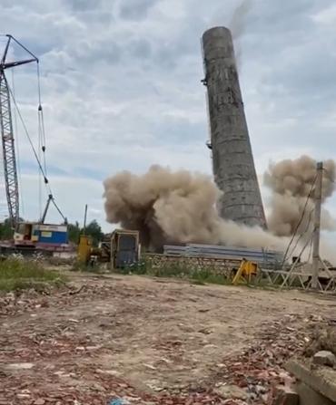 """Ужгород сильно тряхнуло от взрыва почти 60-метровой """"тепловой"""" трубы"""